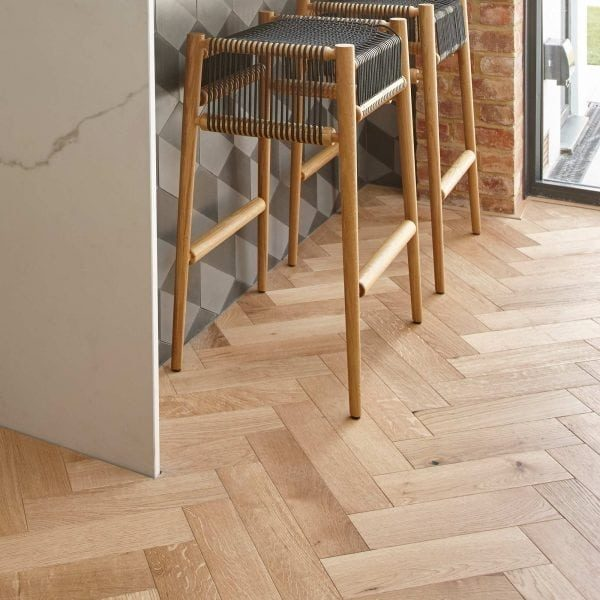 ZB109 Brushed & Lacquered Oak
